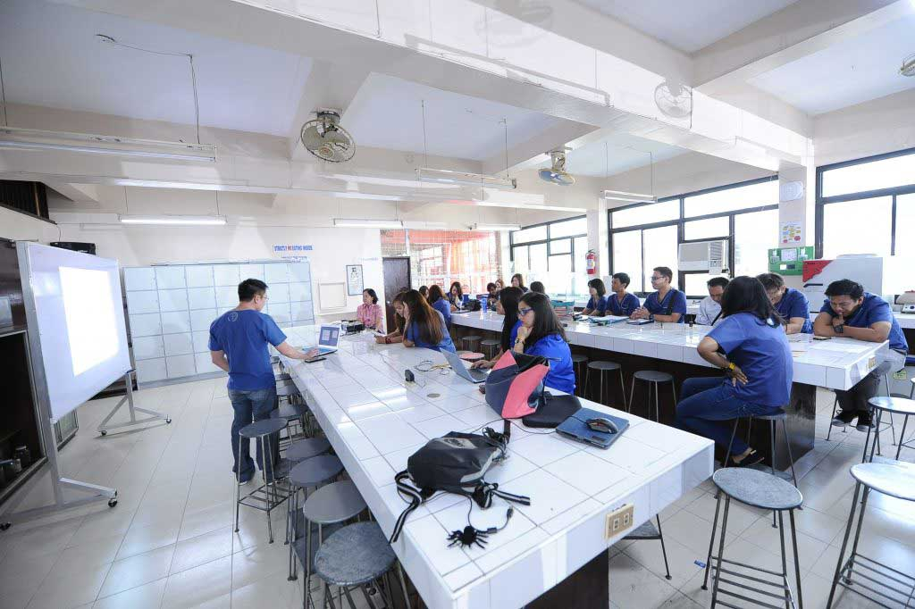 Davao Medical School foundation has very good lab facilities for International students gain better clinical knowledge